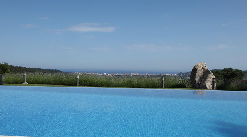 infinity pool and view Calonge